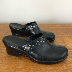Clarks   6.5 Black Leather Slip On Mules